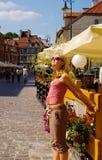 Vrouw op het vierkant stock afbeeldingen