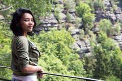 Vrouw op het vooruitzicht royalty-vrije stock foto's