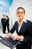 Vrouw op het werk royalty-vrije stock afbeelding