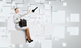 Vrouw op kubus Royalty-vrije Stock Afbeelding