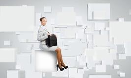 Vrouw op kubus Royalty-vrije Stock Afbeeldingen