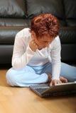 Vrouw op Laptop 5 Stock Afbeeldingen