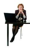 Vrouw op middelbare leeftijd voor het bureau stock foto's