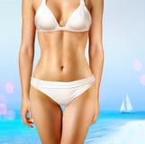 Vrouw op strand l royalty-vrije stock afbeelding