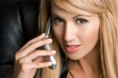 Vrouw op Telefoon Stock Foto
