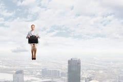 Vrouw op wolk Stock Foto's