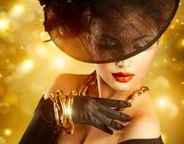 Vrouw over Gouden Achtergrond Stock Foto