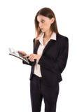 Vrouw over stijgende kosten wordt geschokt die een zakcalculator houden die Stock Foto's