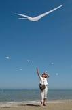 Vrouw palys met een vlieger Stock Foto's