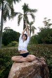 Vrouw in park Stock Foto