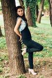 Vrouw in park royalty-vrije stock fotografie