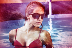 Vrouw in pool dubbele blootstelling stock foto's
