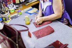 Vrouw productiezakken Royalty-vrije Stock Foto's