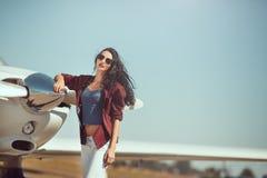 Vrouw proef en particuliere sectorvliegtuig stock afbeeldingen