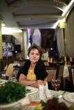 Vrouw in Restaurant Royalty-vrije Stock Foto
