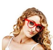 Vrouw in rode glazen. royalty-vrije stock afbeeldingen