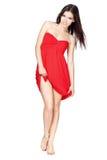 Vrouw in rode kleding blootvoets Royalty-vrije Stock Afbeelding