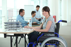 Vrouw in rolstoel Royalty-vrije Stock Afbeeldingen