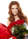 vrouw in rood gordijn met rode rozen Stock Foto