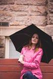 vrouw in roze Stock Afbeelding