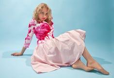 Vrouw in roze rok Stock Foto