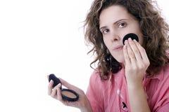 Vrouw ruddies haar gezicht Stock Afbeeldingen