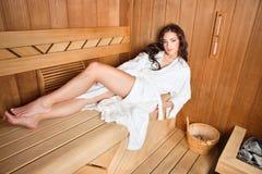 Vrouw in sauna Stock Foto