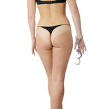 Vrouw in seksuele zwarte lingerie met handcuffs. Royalty-vrije Stock Foto