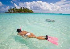 Vrouw snorkeler Royalty-vrije Stock Afbeeldingen
