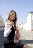 Vrouw in stad Royalty-vrije Stock Afbeeldingen