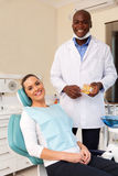 Vrouw in tandkliniek royalty-vrije stock foto