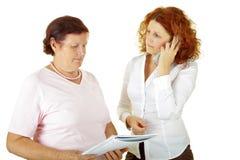 Vrouw twee en administratie Stock Foto's