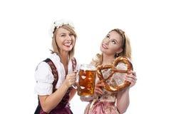 Vrouw twee met dirndl Stock Fotografie