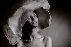 Vrouw in uitstekende hoed Royalty-vrije Stock Afbeeldingen