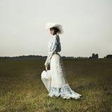 Vrouw in uitstekende kleding Royalty-vrije Stock Foto's