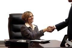 Vrouw uitvoerend-Maakt de Overeenkomst royalty-vrije stock afbeelding