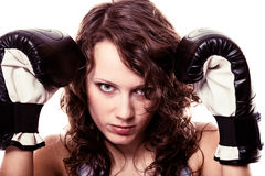 -vrouw van de Sportbokser in zwarte handschoenen Geschiktheidsmeisje opleidingsschop het in dozen doen Royalty-vrije Stock Afbeelding
