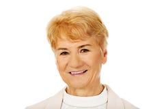 Vrouw van het glimlach de elegante hogere blonde Stock Foto's
