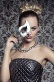 Vrouw van het maskerade de elegante blonde Royalty-vrije Stock Foto