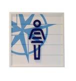 Vrouw van het teken de openbare die toilet op wit wordt geïsoleerd Stock Afbeeldingen