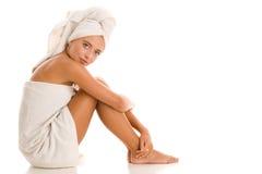 Vrouw verpakte handdoeken Stock Foto