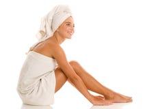Vrouw verpakte handdoeken Royalty-vrije Stock Foto's