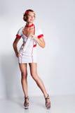 Vrouw in verpleegsterskleding Royalty-vrije Stock Foto's