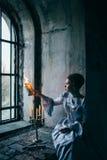Vrouw in Victoriaanse kleding stock afbeelding