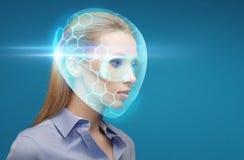 Vrouw in virtuele helm en beschermende brillen over blauw Royalty-vrije Stock Afbeeldingen