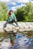 Vrouw visserij royalty-vrije stock afbeelding