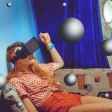 Vrouw in VR-glazen Royalty-vrije Stock Foto's