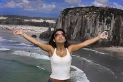 Vrouw vrij met mobiele telefoon Royalty-vrije Stock Fotografie