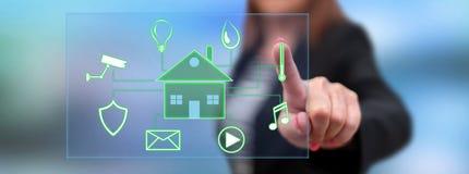 Vrouw wat betreft een digitaal slim concept van de huisautomatisering stock foto