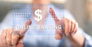 Vrouw wat betreft een online bankwezenconcept royalty-vrije stock afbeelding